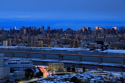 大雪翌日の東京超高層ビル群