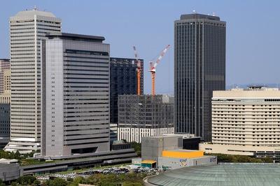 大阪城から見たKDDI大阪第2ビル新築工事