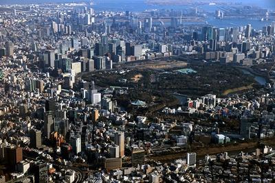 皇居周辺の超高層ビル群の空撮