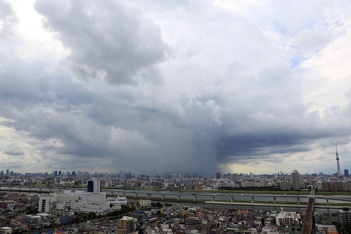 都内のタワーマンションから撮影されたゲリラ豪雨 : 東京を含む首都圏を襲うゲリラ豪雨が起きる理由