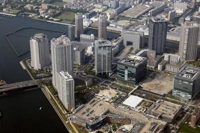 豊洲の超高層ビル群の空撮