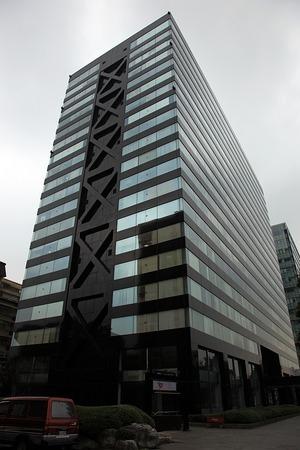 台湾に建つ新宿三井ビルにそっくりなビル