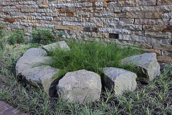 日比谷フォートタワー  江戸城外堀の石垣石