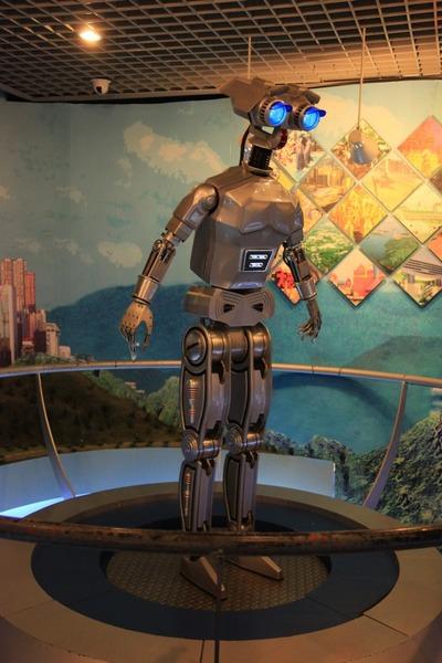 地王ビルの展望室内の謎のロボット