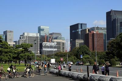皇居から見た大手町・丸の内の超高層ビル群