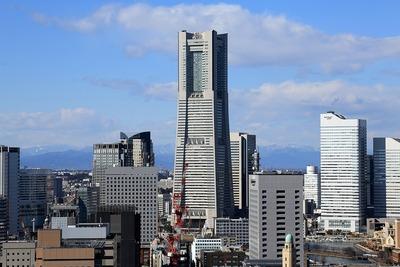 横浜マリンタワーから見た横浜ランドマークタワー
