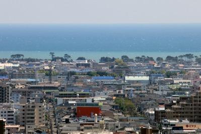 静岡県庁別館から見た海