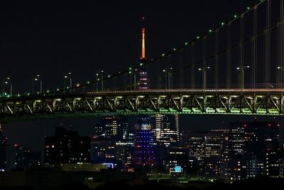 レインボーブリッジと五輪招致カラーの東京タワー