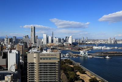 横浜マリンタワーから見たみなとみらい方面の眺め