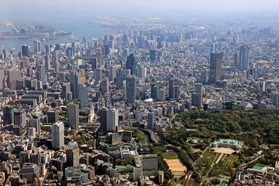 東京の超高層ビル群の空撮