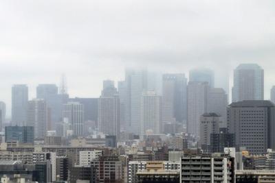 雲に隠れる東京タワー