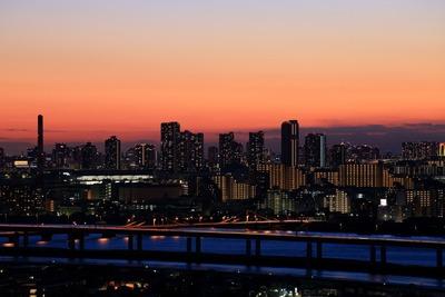 東雲のタワーマンションの夕景