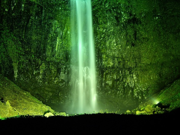 玉簾の滝下