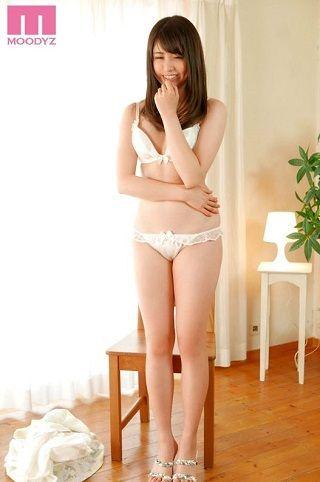 【独占】【最新作】新人18歳現役女子大生AVデビュー!! 北見かなみ