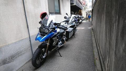 旅館江泉バイク置き場