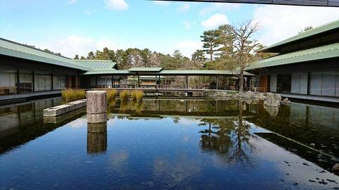 京都迎賓館五条橋の脚柱