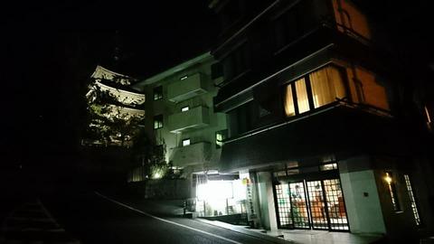 旅館江泉夜更け