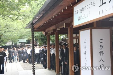 韓国の反応 安倍、靖国神社には真心総理名義でまた供物奉納
