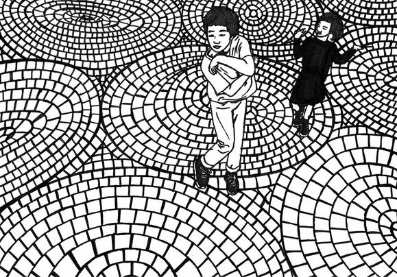 石畳で踊る弟と妹