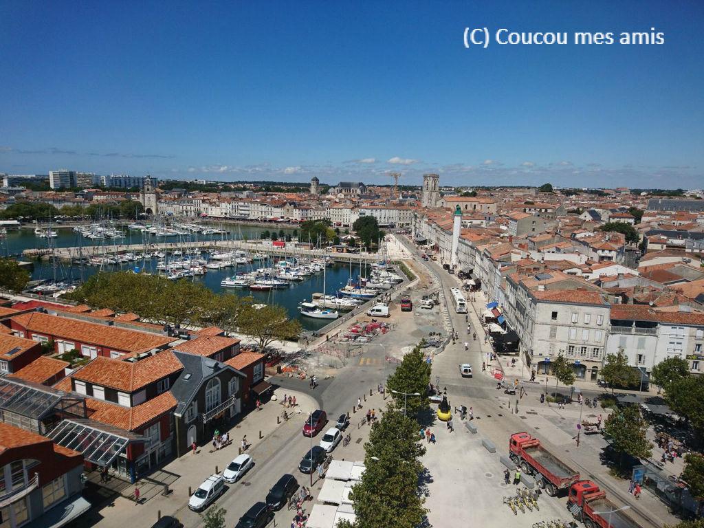 ラ・ロシェルの街を上から眺める...