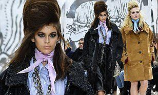 【頭デカすぎ…!?】カイア・ガーバーとエル・ファニングがミュウミュウのファッションショーに登場!Kaia Gerber and Elle Fanning at Miu Miu fashion showインスタ