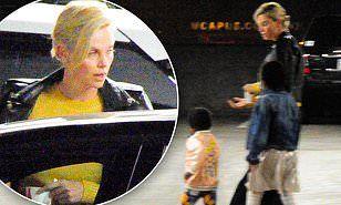 【ジャクソンくんのキラキラミニスカートがキュート…!?】シャーリーズ・セロンが2人の子供たちを連れて映画館にお出かけ!Charlize Theron takes her kids to a movie