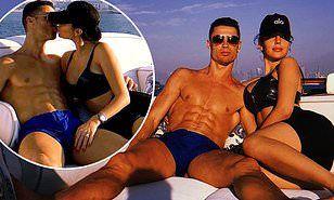 【ヨットで水着になってキス…!?】クリスティアーノ・ロナウドとジョージーナ・ロドリゲスがドバイでクルージングCristiano Ronaldo and Georgina Rodriguez on a luxury yacht