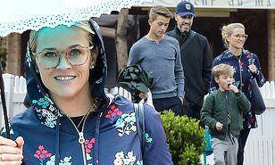 【息子がイケメンに成長中…!?】リース・ウィザースプーンが家族でランチにお出かけ!Reese Witherspoon steps out for lunch with the family