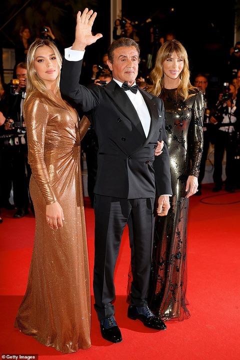 【娘が美しすぎる…!?】シルヴェスター・スタローンが妻ジェニファー、娘システィーンと一緒にカンヌ国際映画祭のレッドカーペットに登場!Sylvester Stallone and at Rambo V screening