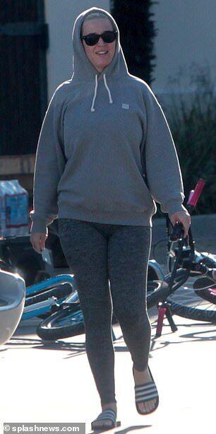 【お腹ふっくらでご機嫌…!?】妊娠中のケイティ・ペリーとオーランド・ブルームがLAでお出かけ!Katy Perry steps out for a gas station
