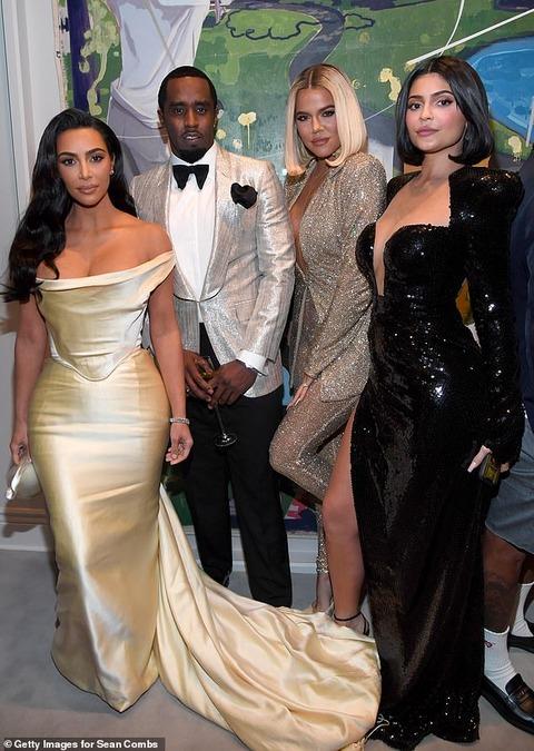 【整形がバレバレ…!?】キム・カーダシアンがカイリー・ジェンナー、クロエ・カーダシアンとバースデーパーティにお出かけ!Khloe Kardashian and Kylie Jenner attend Diddy's 50th birthday party