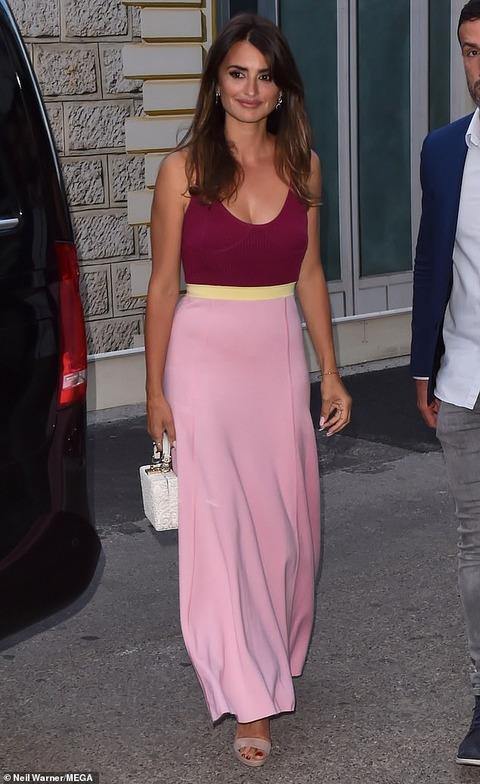 【45歳とは思えないかわいさ…!?】ペネロペ・クルスがカンヌ国際映画祭に登場!Penelope Cruz at Cannes Film Festival