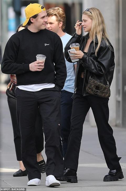 【ジュエリーをプレゼント…!?】ブルックリン・ベッカムと恋人のニコラ・ペルツがショッピングにお出かけ!Brooklyn Beckham and Nicola Peltz step out for shopping
