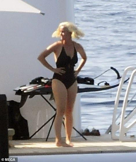 【妊娠じゃなくて太り過ぎ…!?】ケイティ・ペリーとオーランド・ブルームがスペインでクルージング!Katy Perry joins Orlando Bloom on superyacht
