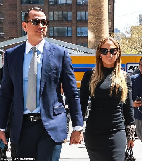 【別れ際に大人のキス…!?】ジェニファー・ロペスとアレックス・ロドリゲスがNYでお出かけ!Jennifer Lopez and Alex Rodriguez step out in NY