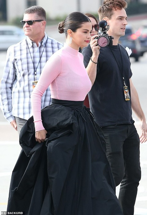 【少しすっきりした…!?】セレーナ・ゴメスが映画のプレミアに登場!Selena Gomez at the Dolittle premiere