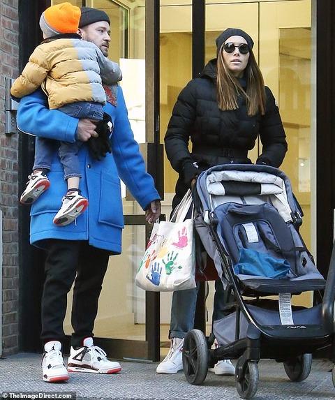 【不倫報道後のイメージ回復戦略…!?】ジャスティン・ティンバーレイクがジェシカ・ビールと息子と一緒にお出かけ!Justin Timberlake steps out with Jessica Biel
