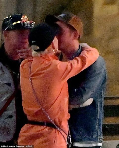 【ほろ酔いでキスしてラブラブ…!?】ケイティ・ペリーとオーランド・ブルームがディズニーランドにお出かけ!Katy Perry and Orlando Bloom at Disneyland