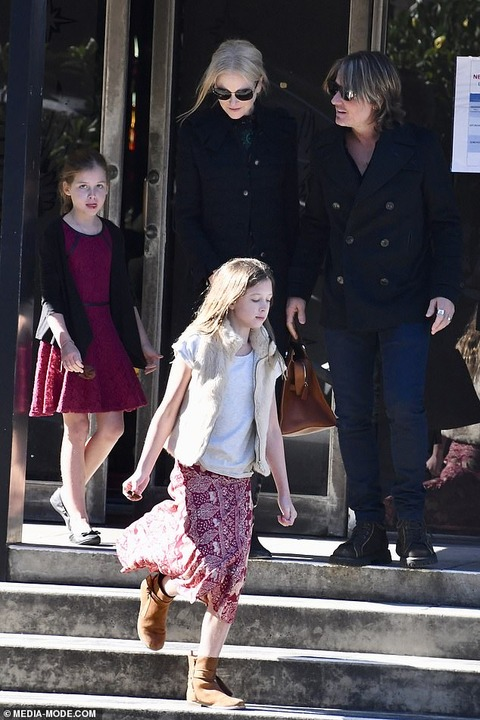 【美少女っぷりが加速中…!?】ニコール・キッドマンと夫のキース・アーバンが子供たちと教会にお出かけ!Nicole Kidman and Keith Urban attends Sunday church service