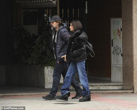 【すっぴんは意外と地味…!?】ペネロペ・クルスが夫のハビエル・バルデムとランチデート!Penélope Cruz heads on lunch date with Javier Bardem