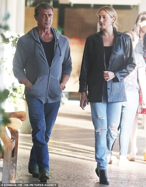 【娘が美しすぎる…!?】シルヴェスター・スタローンが娘のソフィアとディナーにお出かけ!Sylvester Stallone steps out with his daughter