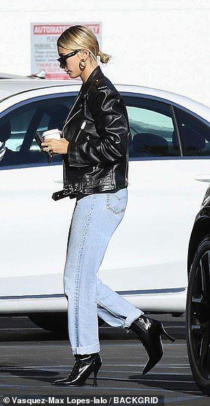 【結婚式直後もやっぱり調子悪そう…!?】ジャスティン・ビーバーとヘイリー・ビーバーがビバリーヒルズでランチデート!Hailey Bieber heads to lunch with Justin