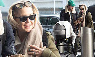 【顔がパンパン…!?】産後3ヶ月のケイト・ハドソンが恋人ダニー・フジカワと娘を連れて空港に到着!Kate Hudson jets out of New York with Danny Fujikawa