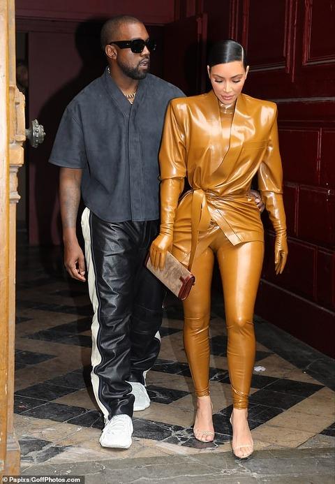 【お尻をサワサワ…!?】キム・カーダシアンがカニエ・ウエストとパリでお出かけ!Kanye West and Kim Kardashian step out in Paris