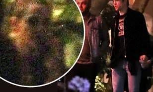 【元サヤはあり得る…!?】クリステン・スチュワートと元彼ロバート・パティンソンがLAのホテルにお出かけ!Kristen Stewart and Robert Pattinson spotted together