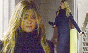 【表情が暗く見られがち…!?】ジャスティン・セローとの離婚を発表したジェニファー・アニストンが映画のプレミアに登場!Jennifer Aniston at premiere Game Nightインスタ