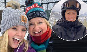 【激似の娘とイケメン息子と一緒に…!?】リース・ウィザースプーンが子供たちとスキーにお出かけ!Reese Witherspoon hits the slopes with her kids