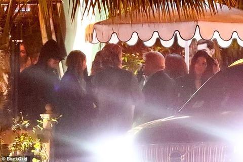 【交際順調…!?】レオナルド・ディカプリオが恋人のカミラ・モローネとディナーデート!Leonardo DiCaprio on a date night with Camila Morrone