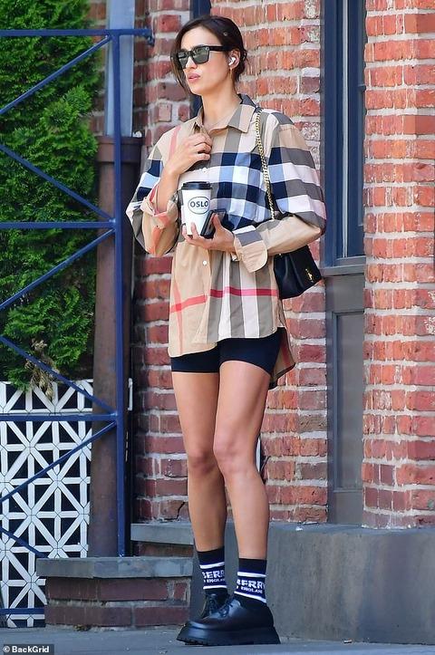 【仲良さそう…!?】イリーナ・シェイクがブラッドリー・クーパーの自宅にお出かけ!Irina Shayk spends four hours at Bradley Cooper's house