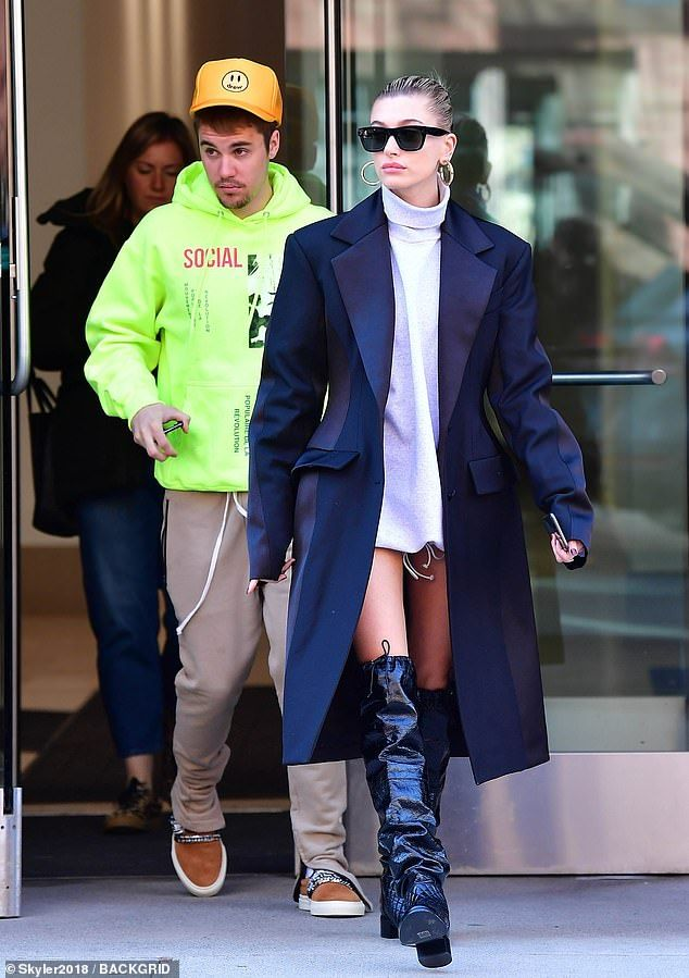 マリポサのセレブリティウォッチ  【深刻な表情で言い合い…!?】ジャスティン・ビーバーとヘイリー・ボールドウィンが自宅からお出かけ!Justin Bieber and Hailey Baldwin leave their apartment in NYCコメント